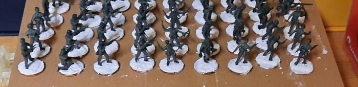 Die Rekruten des Infanterie-Regiment 510 mit frischen Bases beim Trocknen.