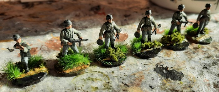 Die bepflanzten Panzergrenadiere des Infanterie-Regiment 210 der 293. Infanterie-Division.
