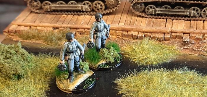 Zwei der sechs Rekruten des Infanterie-Regiment 510 der 293. Infanterie-Division