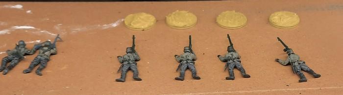 Die vier MG-schützen aus dem ESCI-Set 0201 German Infantry für das Infanterie Regiment 510 der 293. Infanterie Division vor dem Start des Bemalens.