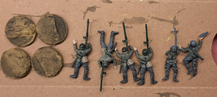 Das Gerödel und die Details der MG-Schützen wurde bemalt.