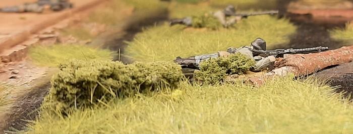 Der neue Base-Bewuchs: Die Minis fügen sich harmonisch in die Landschaft ein. So tarnt das gut.