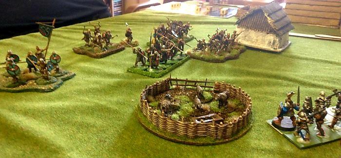 Die Aufstellung der beiden Kontrahenten. Beide SAGA-Wikinger-Armeen werden sich irgendwo im Dorf treffen.