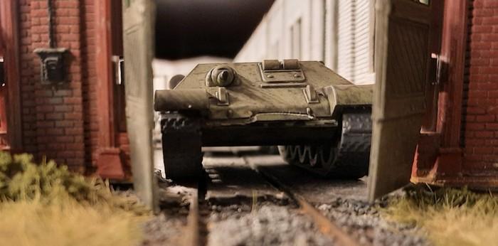 Dieser T-34 wurde etwas beschädigt. Fragt nicht, wie das passieren konnte. Von den Arbeitern konnte sich jedenfalls keiner an Details erinnern.