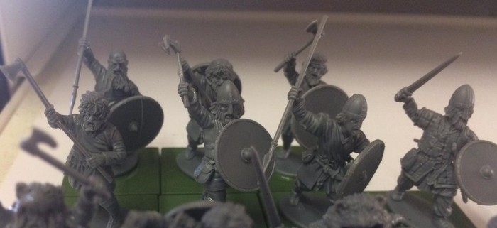 Die noch unbemalten Figuren aus dem Set Victrix Vikings - Warriors of the dark ages.