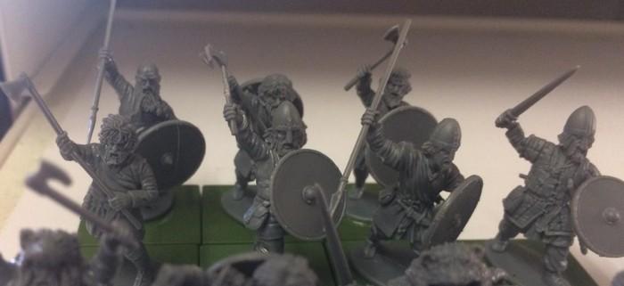 Die noch unbemalten Figuren aus dem Set Victrix Vikings - Warriors of the dark ages.