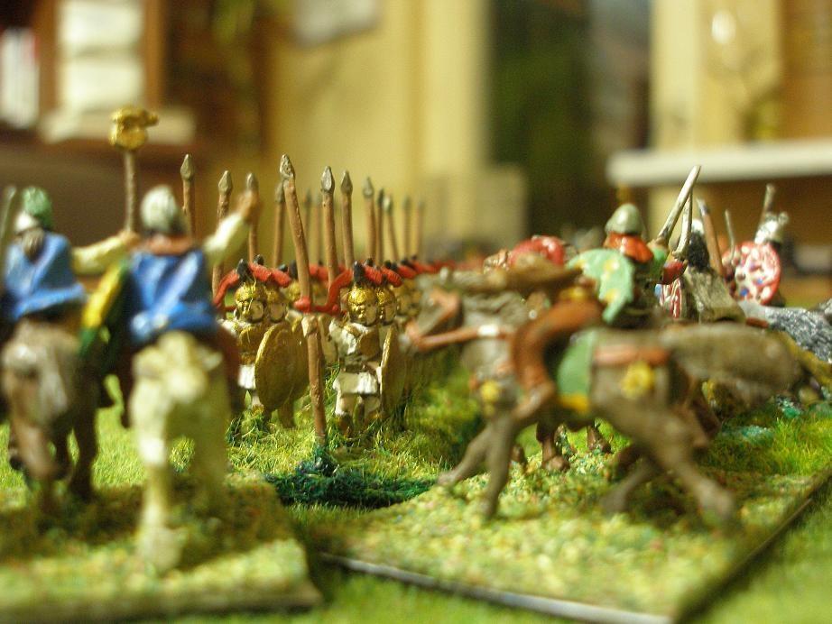 Linke Flanke, 13:00 Uhr; Die italienischen Bundesgenossen werden von den Kelten überflügelt. Die Lage für die Karthager ist kritisch an dieser Flanke zu diesem Zeitpunkt...