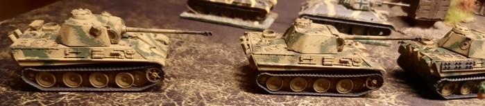 Ein Platoon Panther des Panzer-Regiment 33 der 9. Panzerdivision bei Kursk.