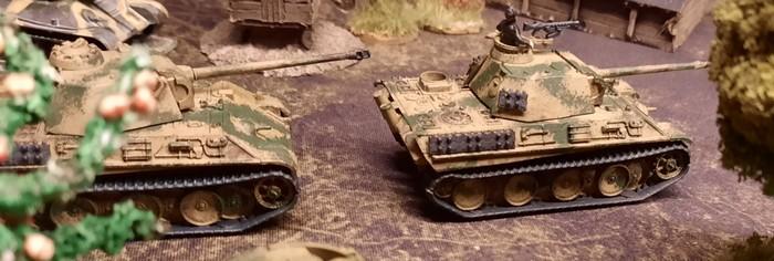 Ein Platoon Panther des Panzer-Regiment 33 der 9. Panzerdivision bei Kursk. Hier wäre eine Straße oder Rollbahn noch vorteilhaft.