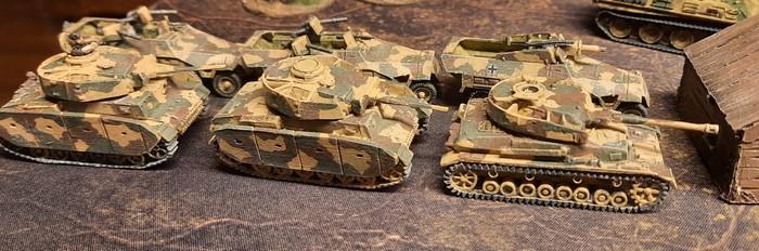Panzer III und Panzer IV des Panzer-Regiment 3 der 2. Panzer-Division.