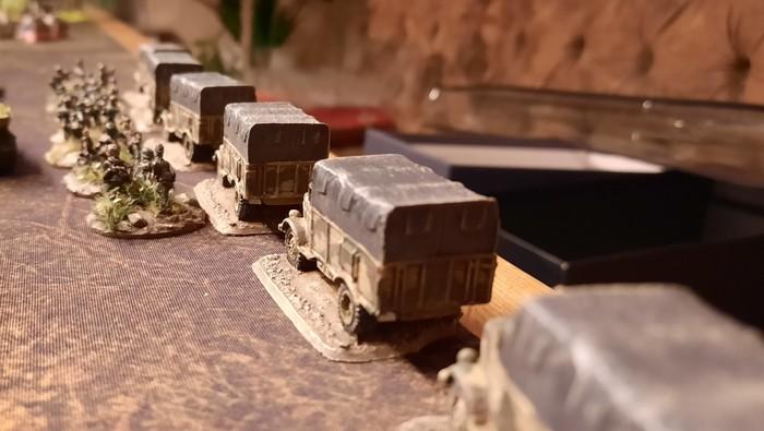 Eine Kolonne des Panzer-Grenadier-Regiment 10 der 9. Panzer-Division