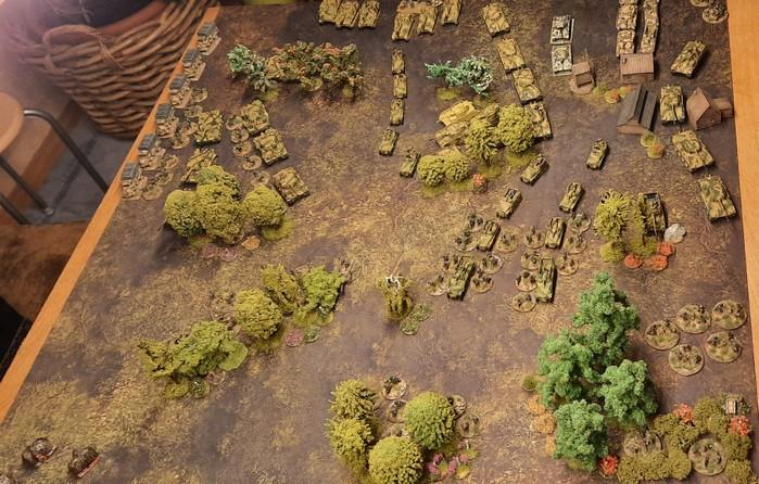 Hier mal eine Draufsicht der deutschen Hälfte der Deep Cut Game Mat Muddy Field.