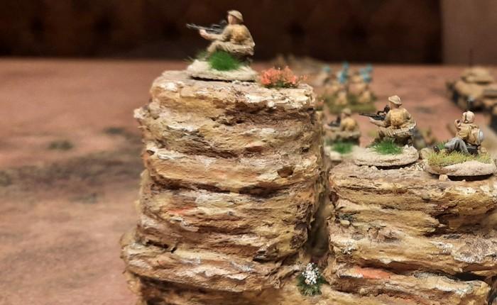 Das 25th Battalion der 7th Division (Australien) liegt auch in Stellungen auf dem Monte Sturmine