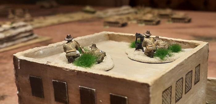 Zwei HMG des 25th Battalion der 7th Division (Australien) auf dem Dach von Bir Qu'ashem