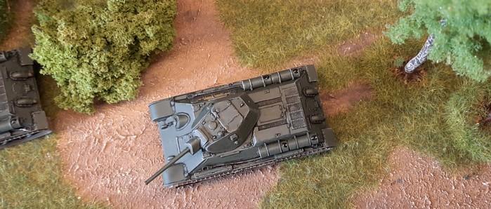 """Der erste der beiden ehemals vernachlässigten und jetzt aufgemöbelten Italeri 7523 """"T-34/76 Model 42"""" im Shturmigrader Stadtwald."""