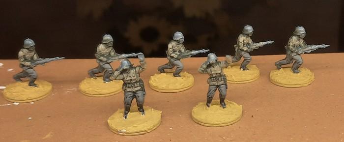 """Grundbemalung der Uniformen und Grundierung der Base mit Sand"""" ist abgeschlossen."""