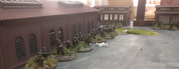 4. Platoon als Reserve im rückwärtigen Bereich.