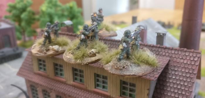 Die LMG des 2. Platoons im alten Fabrikgebäude im Industriekomplex Siemensstadt.