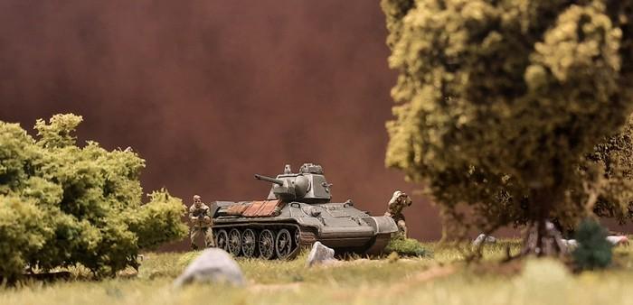 Aufklärungseinsatz bei der 89. Panzerbrigade. Noch steht man im Shturmigrader Stadtwald. Doch schon bald geht es nach Kursk, wo man im Rahmen des 1.  Panzerkorps eingesetzt werden wird.