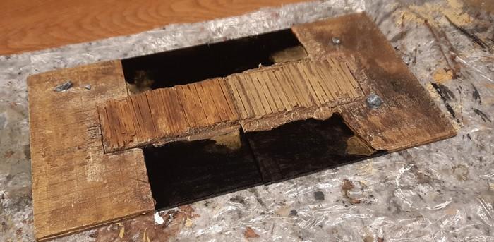 Auf beiden Terrain Tiles ist die Wasseroberfläche vollständig aufgebracht und final mit glänzendem Klarlack überzogen.