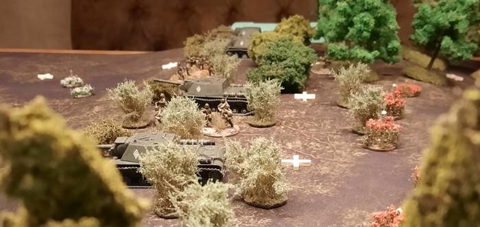 Die 1. Verteidigungslinie vor Obojan: vier SU-152 der 27. Kanonenartillerie-Brigade auf der Höhe 107 bei Schisskovo