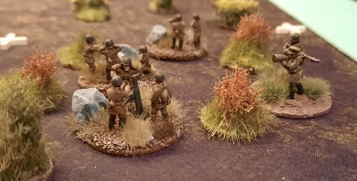 In der zweiten Verteidigungslinie liegen auch Granatwerfer der Roten Armee. Diese hier sind etwas zurückgesetzt an der Rollbahn nach Yakovlevo in Stellung gegangen.