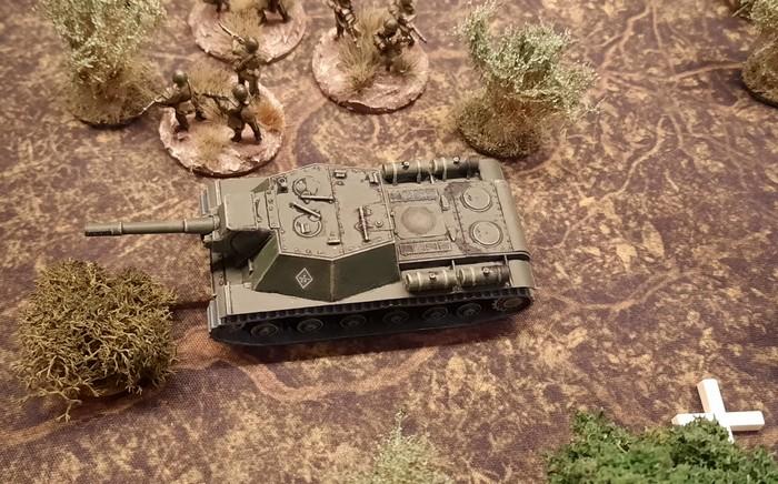 Das sehr hartnäckige SU-152 auf der linken Flanke der russischen Stellungen auf der Höhe 107.