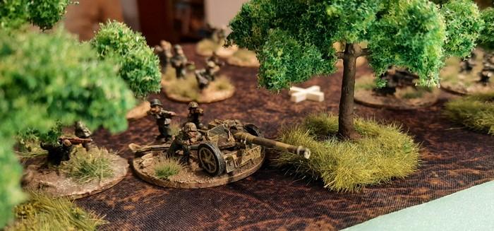 7.5cm Pak 40 der Panzerjäger-Abteilung 61 an der Rollbahn nach Stroitel