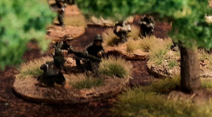 Eine HMG-Foot Group der Panzergrenadiere mit ihrem MG 42 auf Dreibein.