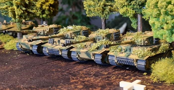 Die Diescher der schweren Panzerabteilung 503 werfen ihre Motoren an.