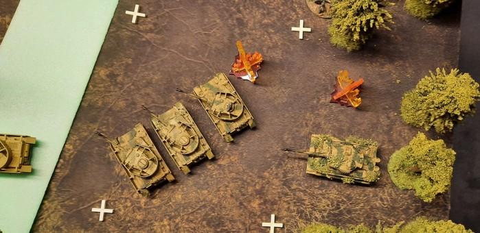 Die Pz IV Ausf. H des Panzerregiment 15 der 11. Panzerdivision ziehen nach. in Richtung Rollbahn nach Schiskovo / Obojan.