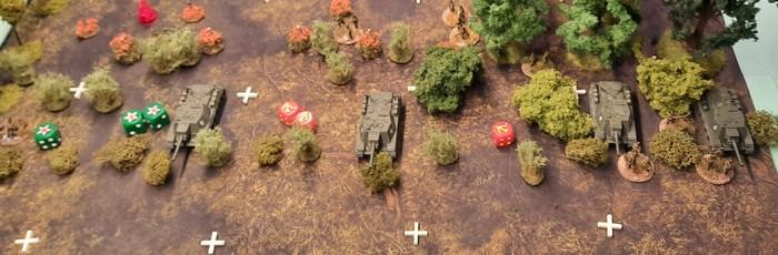 Gute Chancen für das Panzer-Grenadier-Regiment 110: die schützende Infanterie der SU-152 ist stark dezimiert. So können die Sveroboj eventuell im Nahkampf niedergerungen werden.