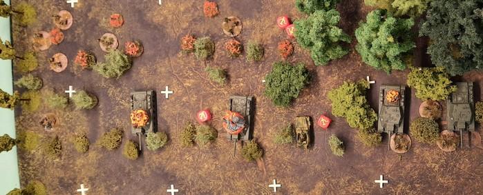 Die Truppen auf Höhe 107 bremsen den deutschen Angriff, wenngleich hohe Verluste zu beklagen sind.