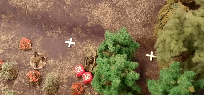 Das erste Sd.Kfz. 250 /1 hat sich bis auf die Höhe 107 vorgekämpft. Im sicheren Closed Terrain des Waldes bezieht man Stellung.