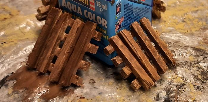 Die lasierten Holzbalkenstapel trocknen.