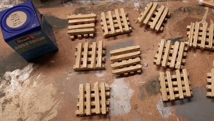 Die grundierten Holzbalken.