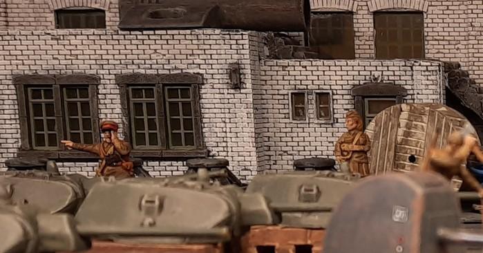 Material steht bereit. Die Türme der T-34/76 von Italeri türmen sich in der Produktionshalle.