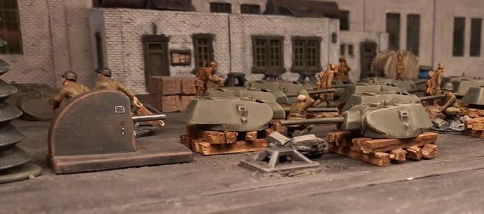Die Arbeiten an den Panzertürmen haben begonnen.