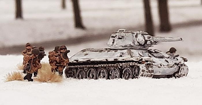 Die T-34/76 der 23. Panzerbrigade und die Schützen der 54. mechanisierte Brigade stürmen in der ersten Welle. Die Weichsel-Oder-Operation ist in vollem Gange.