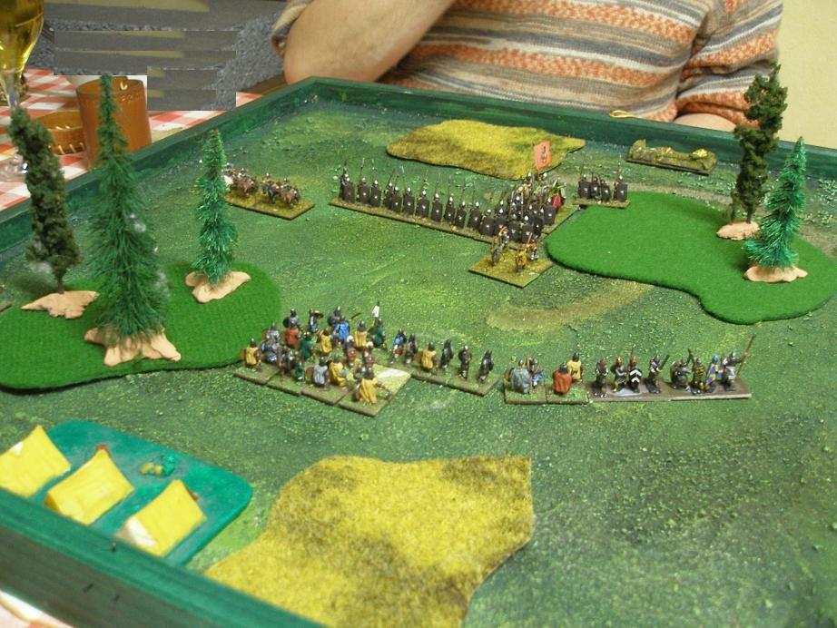 Beide Armeen ließen sich nicht lange bitten und marschierten voller Zuversicht aufeinander los. Die beiden Generälegaben ihr Bestes, die Krieger in die DBA-Schlacht zu führen.