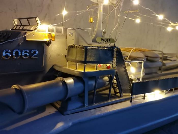 """Bei dieser Beleuchtung sieht die Brücke des Schnellboots der Jaguarklasse """"Wolf"""" P6062 (ex S573) nochmal so gut aus. (Foto: Josef)"""