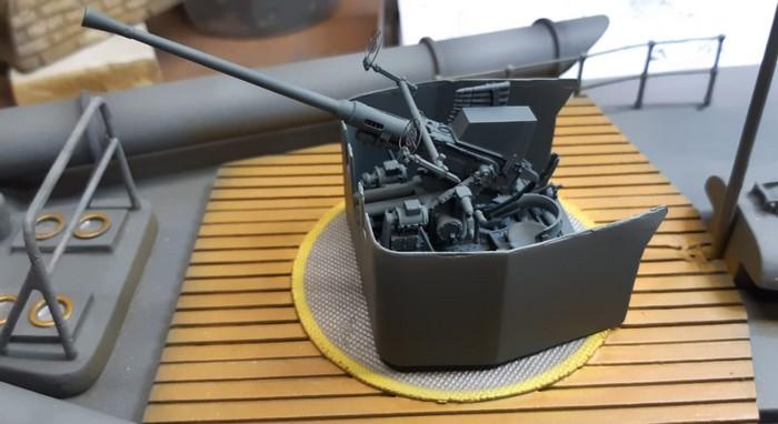 """Im Maßstab 1:35 hat Josef dann ein Bofors-Geschütz aus dem WW2 erstanden und für die Verwendung als Bordgeschütz auf dem Schnellboot """"S573"""" aufbereitet. (Foto: Josef)"""