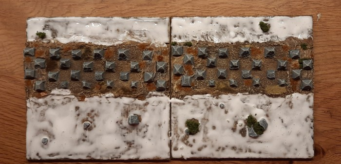 Die beiden Terrain Tiles werden vor und hinter der Höckerlinie dick mit PONAL eingesuppt.