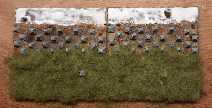 Hier wurde das 6mm-Streugras vor den Drachenzähnen aufgetragen.