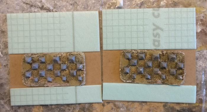 Hier habe ich je zwei Stücke dünne Trittschalldämmung aufgelegt, um die dicke Resin-Platte auszugleichen.