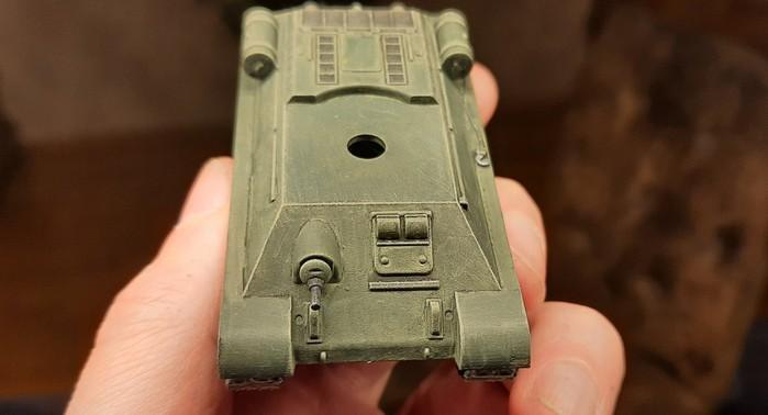 Die Frontpartie des fertigen T-34/76. Ja, XENA, er ist unverschmutzt. In Shturmigrad sind Panzer recht sauber.