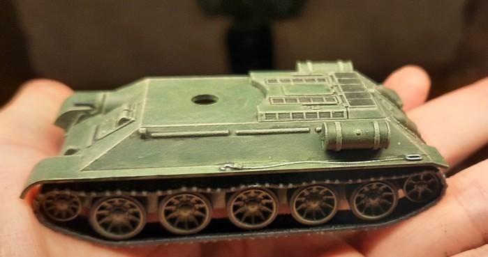 Die Seite mit Stahlseil und Zusatztank.