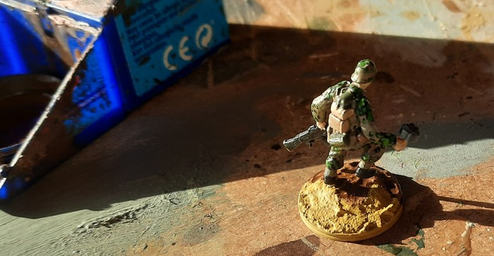"""Basegestaltung für die Panzergrenadiere in Uniform mit Eichenlaubmuster Frühling/Sommer des Panzergrenadier-Regiment 60 der 116. Panzer-Division. Hier wurde mit """"Sand"""" grundiert."""