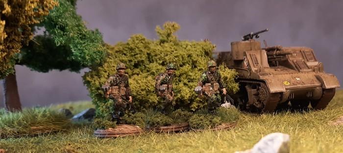 """Ergebnis mit der Uniform im """"Eichenlaubmuster Frühling/Sommer"""". Die neue Serie der Tüpfeltarner für mein Panzergrenadier-Regiment 60 der 116. Panzer-Division."""