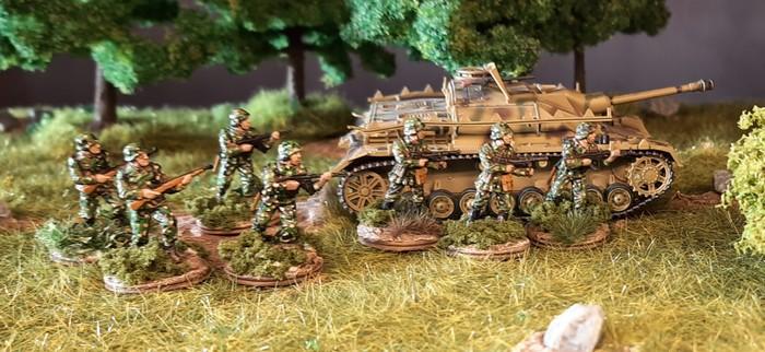 Jüngste Tüpfeltarner in der Sturmi Army: Panzergrenadier-Regiment 60 der 116. Panzer-Division in Erbsentarn bzw. Flecktarn Erbsenmuster